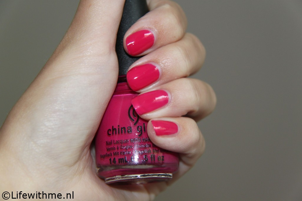 China Glaze fuchsia fanatic swatch een laagje