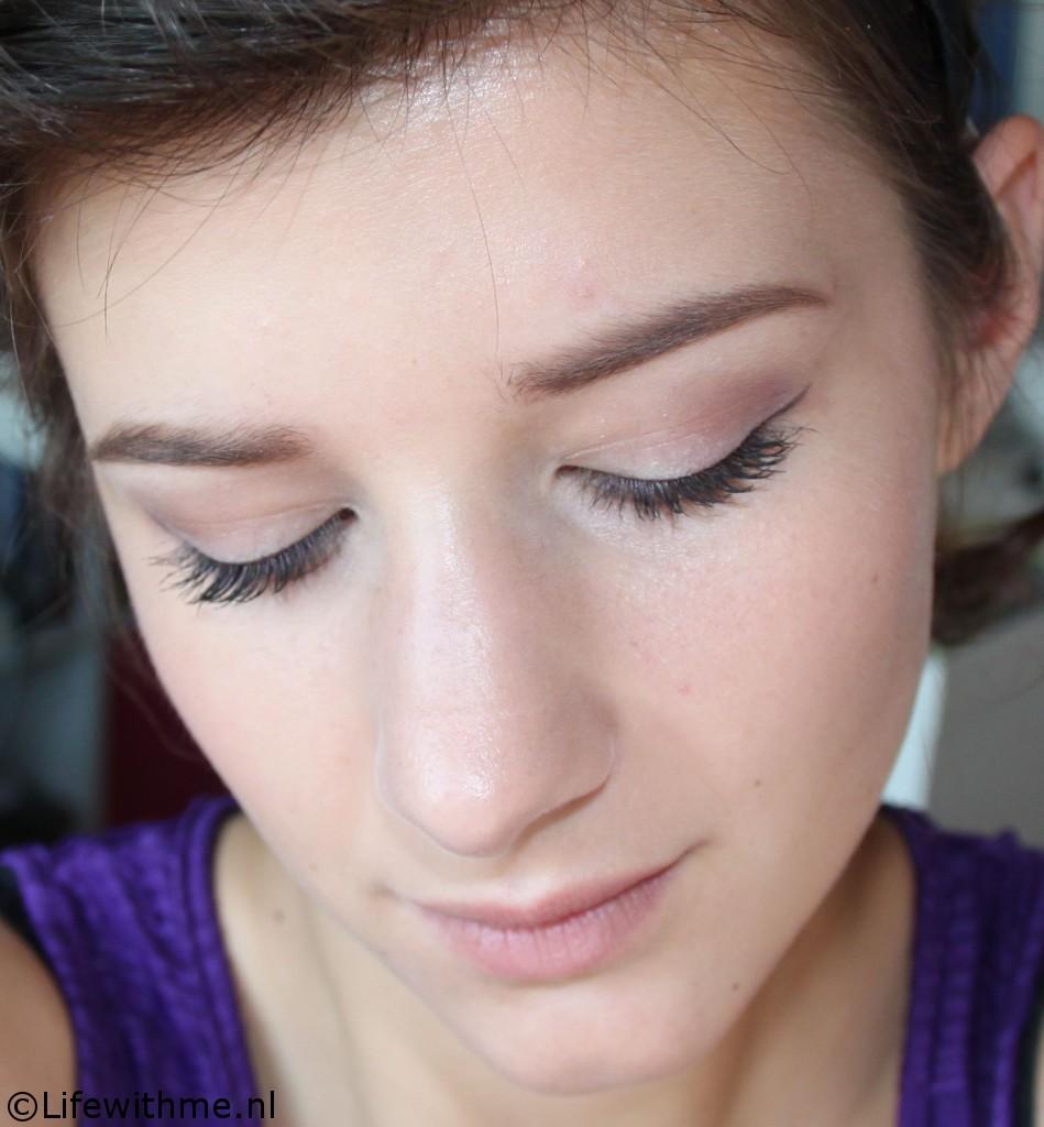 Paarse eyeliner full face ogen dicht