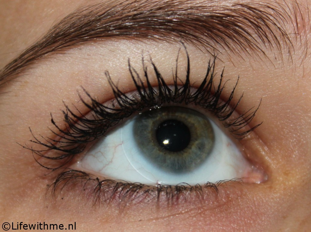 Rimmel Scandaleyes mascara swatch
