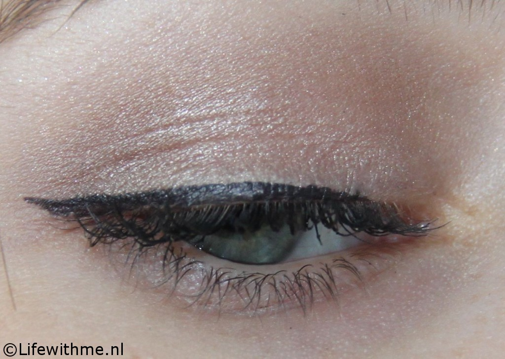 Essence superfine eyeliner oog