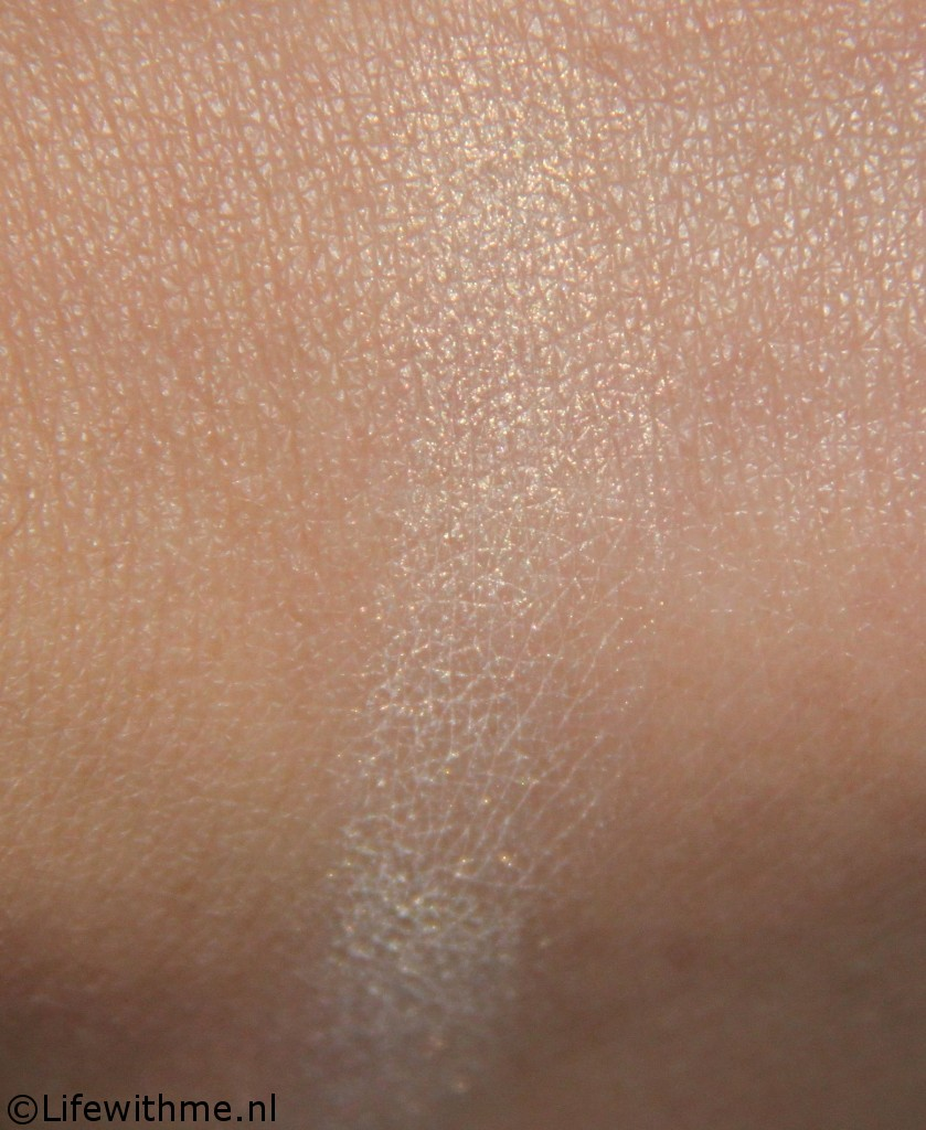 Nars albatross highlighter swatch