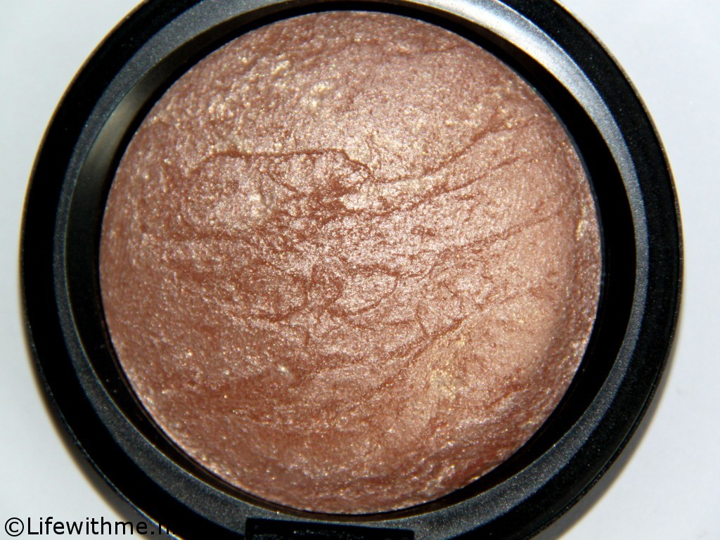 Mac mineralized skinfinish close up