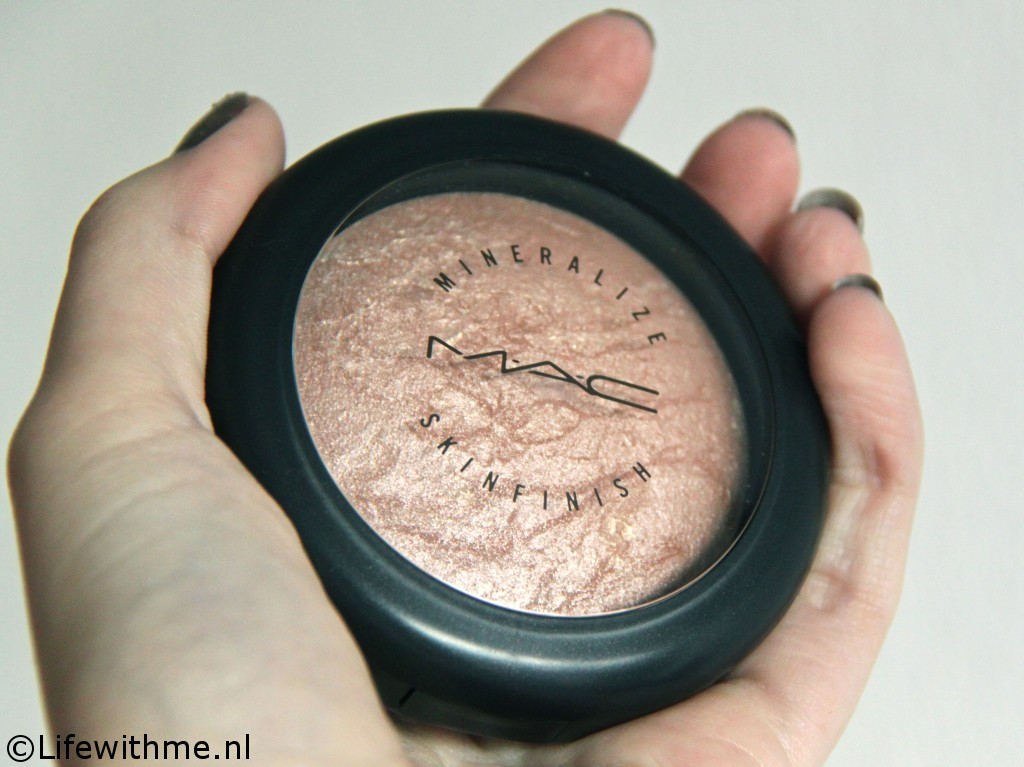 Mac mineralized skinfinish hand