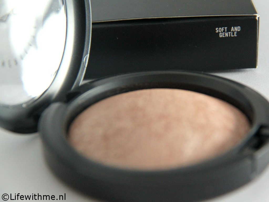 Mac mineralized skinfinsh soft and gentle