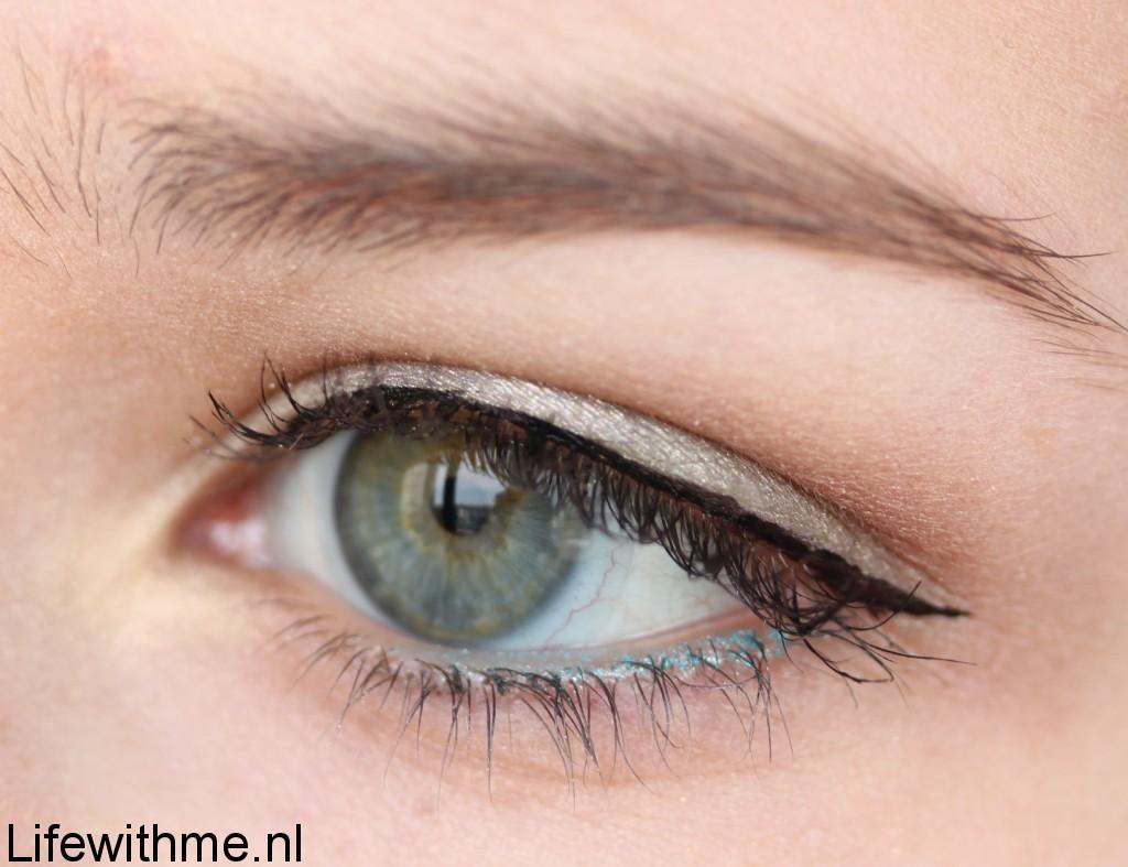 Hema eyeliner swatch oog
