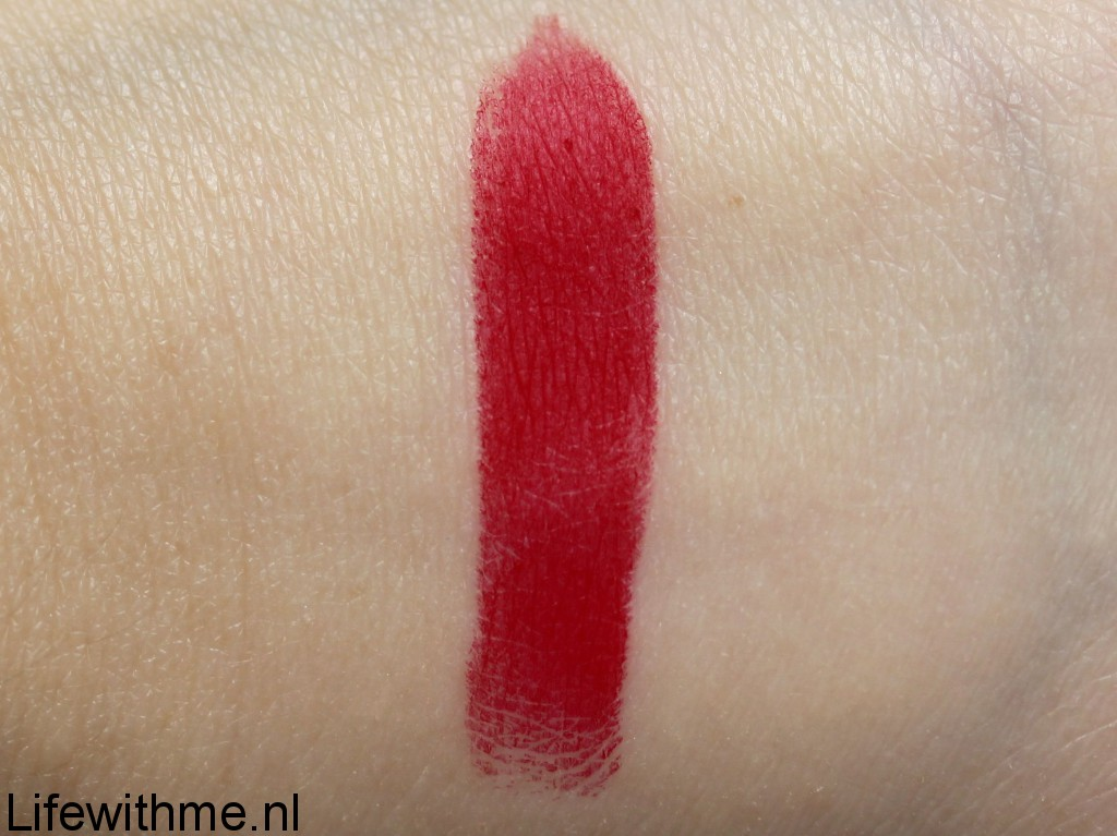 Ruby Woo Mac swatch